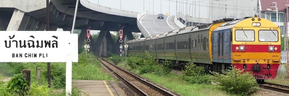 Пассажирский поезд в Таиланде